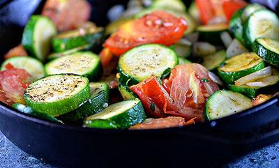 Рулетики из кабачков — быстрые и вкусные рецептыЕсли вы думаете, какое блюдо приготовить из каба
