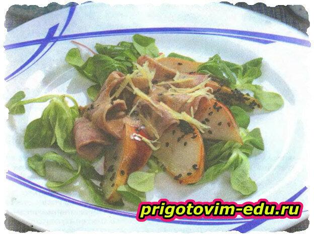 Японский салат с языком и грушей