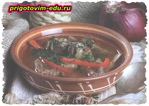 Густая похлебка из баранины в сковороде