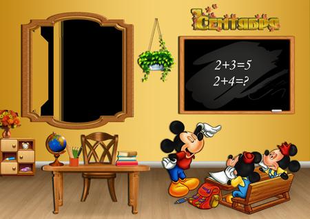 Школьная рамка для фото с сидящими за партой Микки и Минни в классе около доски