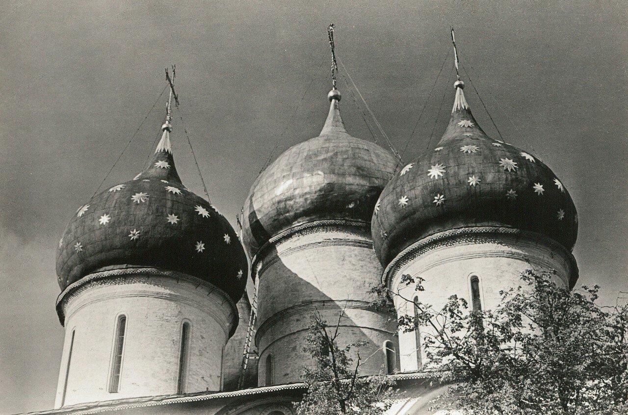 Загорск. Троице-Сергиева лавра Купола Успенского собора