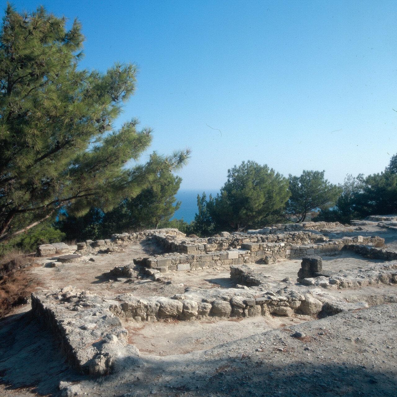 Камирос. Раскопанные дома в нижней части города