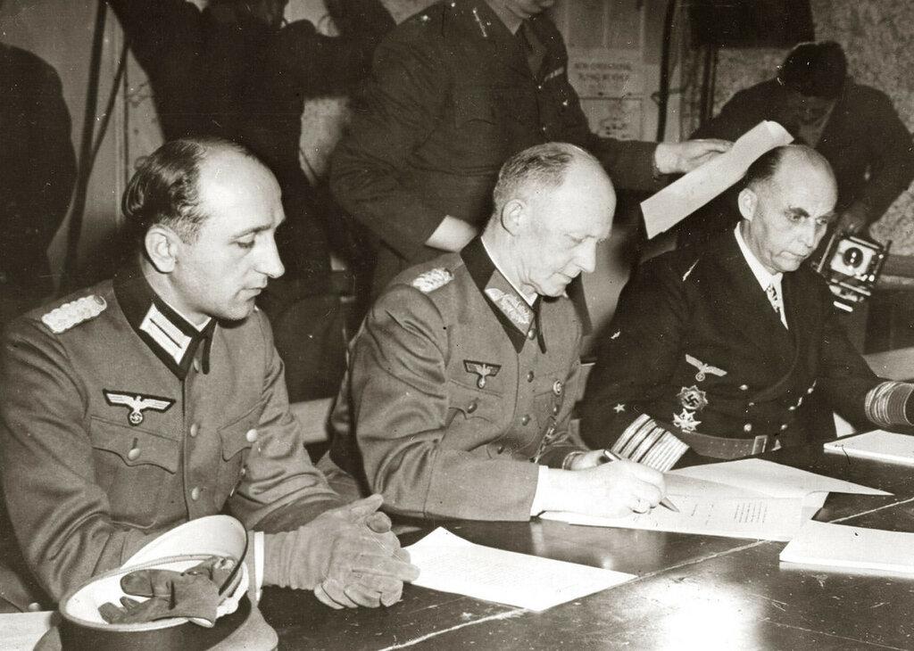 reims_7_05_1945_general_jodl7 мая 1945 года в Реймсе был подписан акт о безоговорочной капитуляции Германии..jpeg