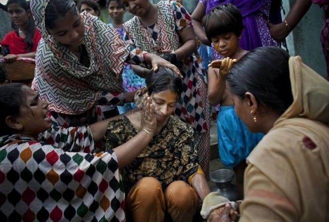 В Индии женихи редко старше своих невест. Пару могут обручить в совсем юном возрасте, например, в 6