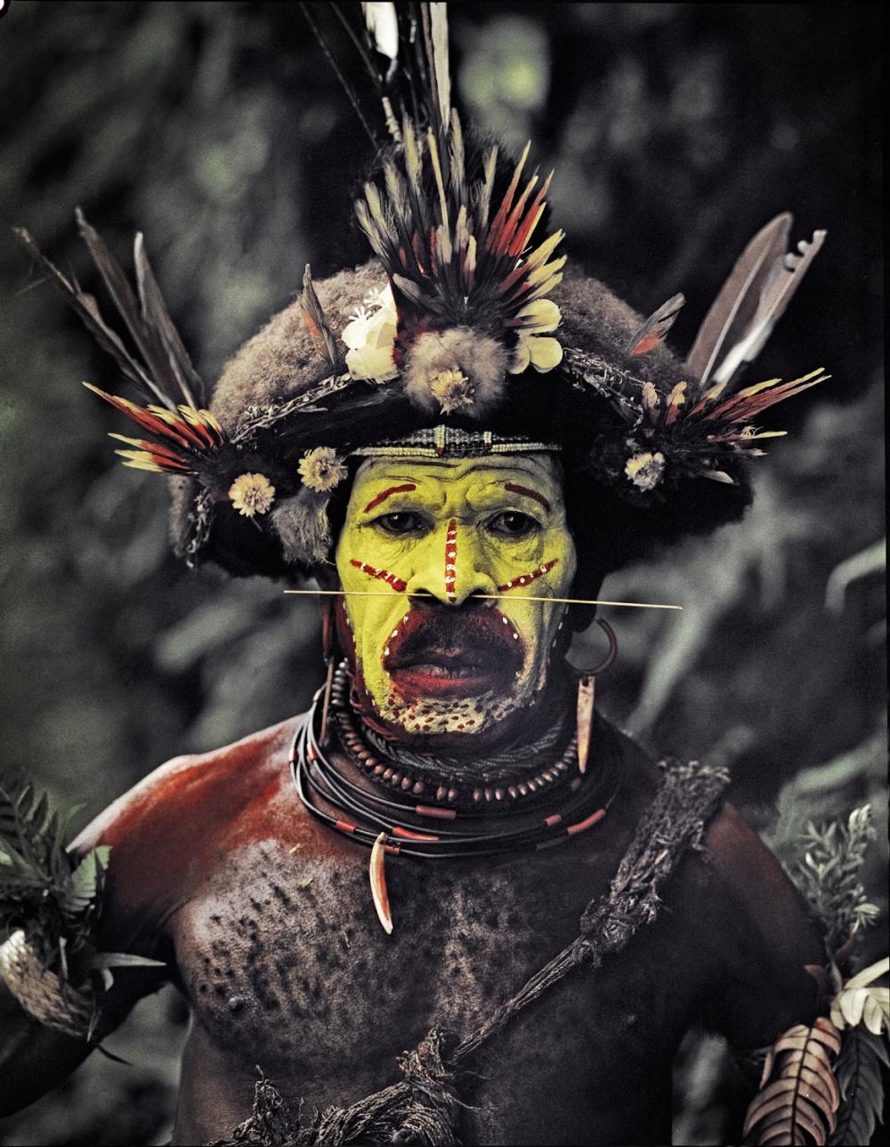 Особенная традиция племени— создание париков изсобственных волос. Выглядят эти парики как шляпы с