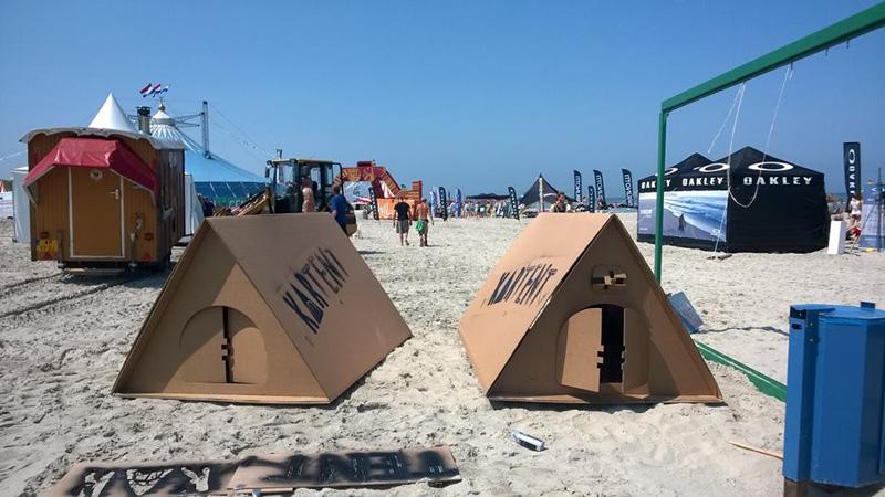 Решение от KarTent позволяет организаторам фестивалей создавать временные жилые городки из картонных