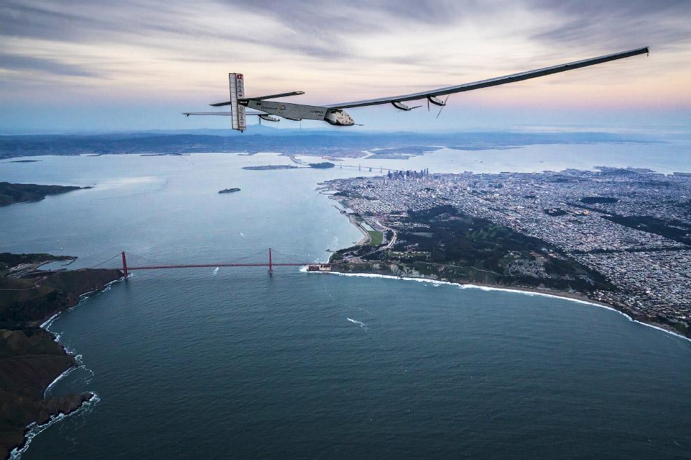 3. Это первый в мире пилотируемый самолет, способный летать за счёт энергии Солнца неограниченн