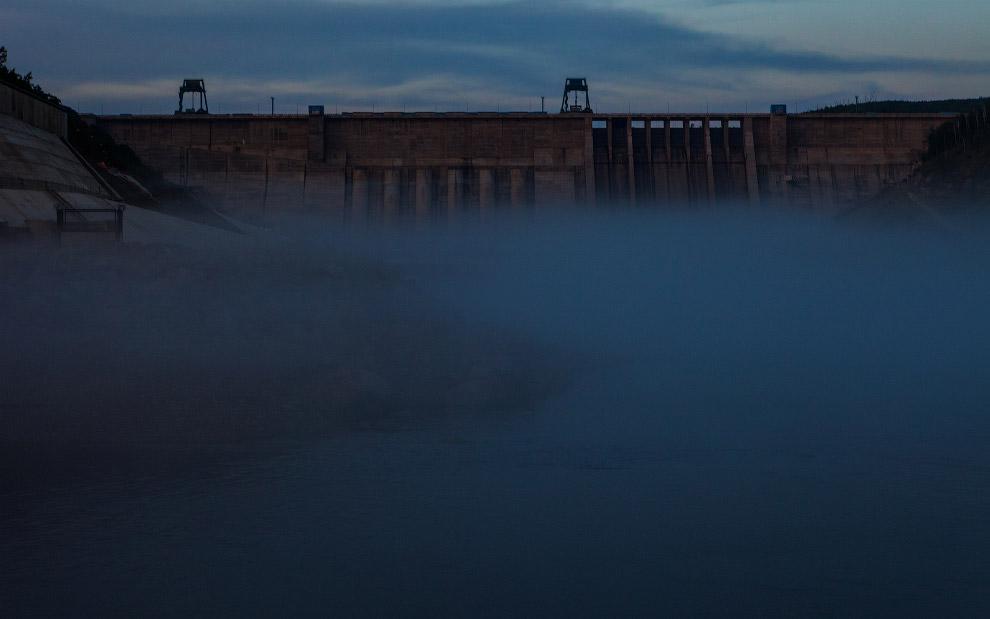 10. В 1999 году, учитывая кризисное состояние энергосистемы Дальнего Востока, Бурейская ГЭС ста