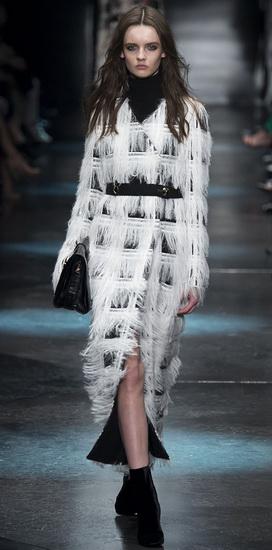 Черно-белое пальто