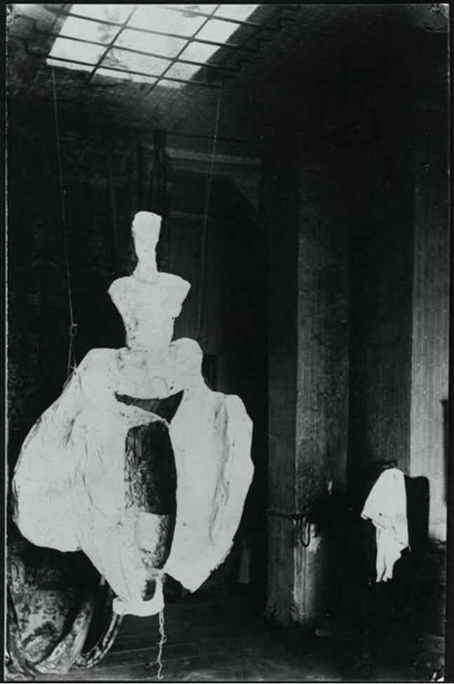 1922. Слепок костюм для бала созданного Брассаем в Берлине