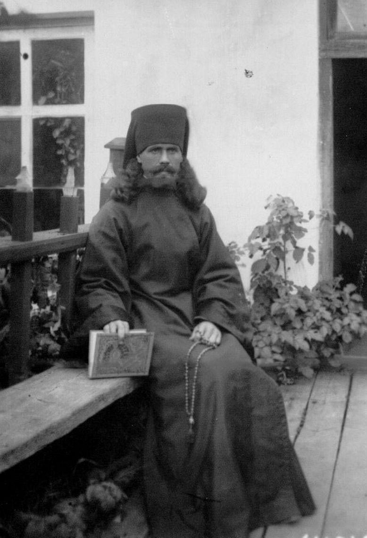 17.  Монах Коневского Рождественского монастыря с четками и Русским календарем за 1896 год