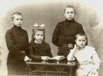 1910 г. Сестра и братья Воробьевы