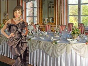 Обеденный стол – Большой дворец Кусково и девушка.