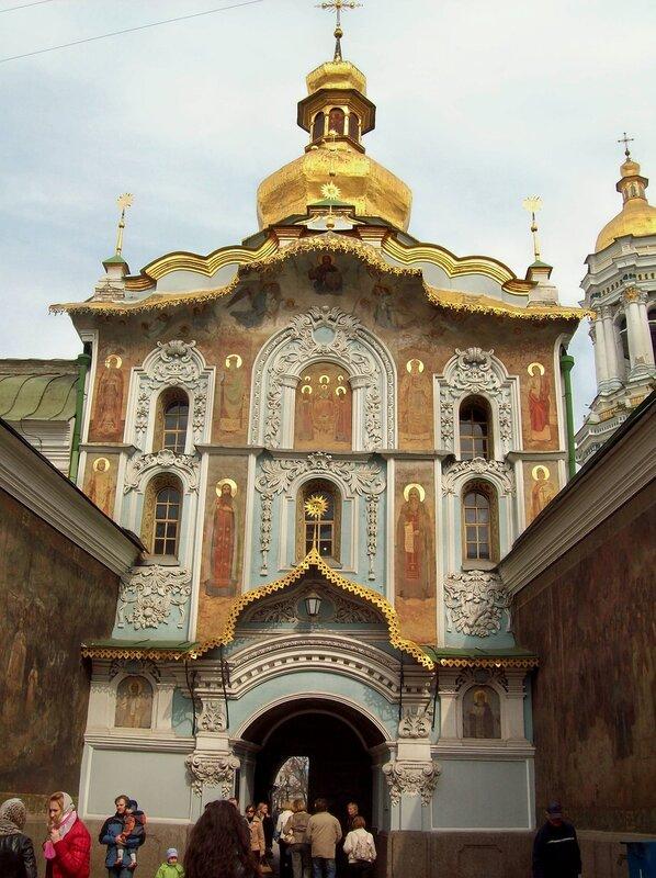 Троицкая надвратная церковь Печерской Лавры