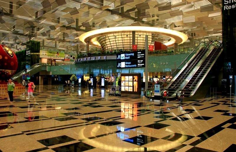 Число пассажиров, прибывших в международный аэропорт Сингапура.  Чанги. или улетевших из него с начала 2010 года...