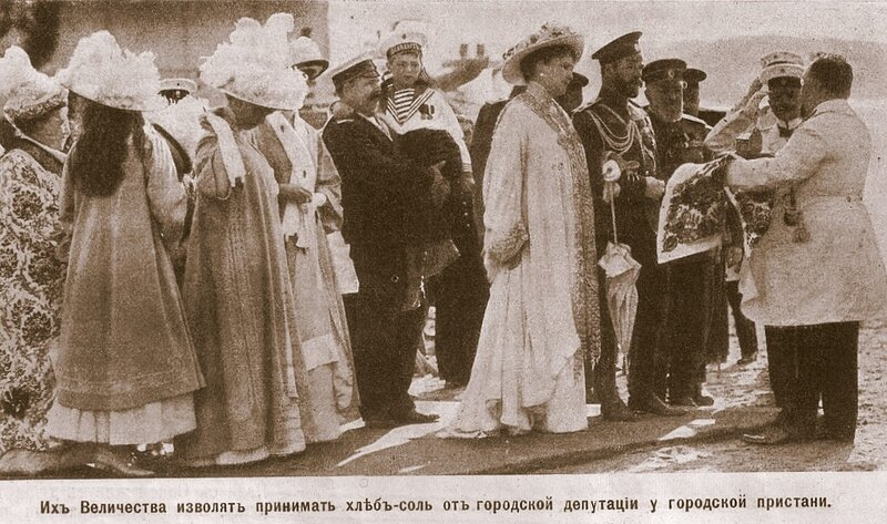 Картинки по запросу старая кострома памятник 300-летию дома Романовых.
