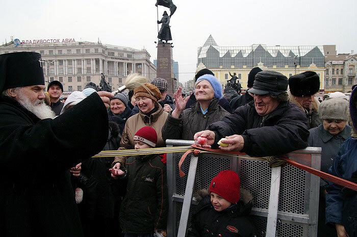 Столица Приморья празднует Пасху Христову (37 ФОТО)