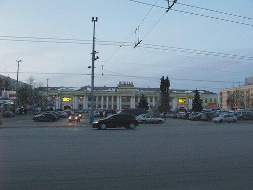 вокзал станции Свердловск, вид со стороны города