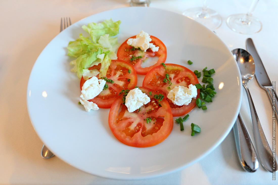 «Карпаччо» из томатом с брынзой