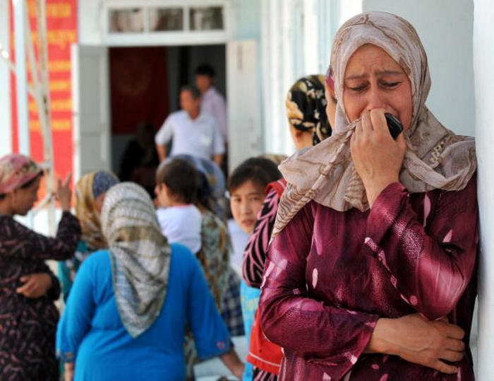 An Ethnik Uzbek woman cries after she vo