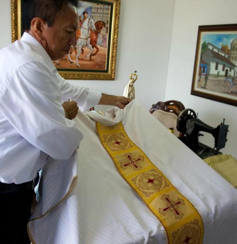 Как шьётся наряд нового папы римского