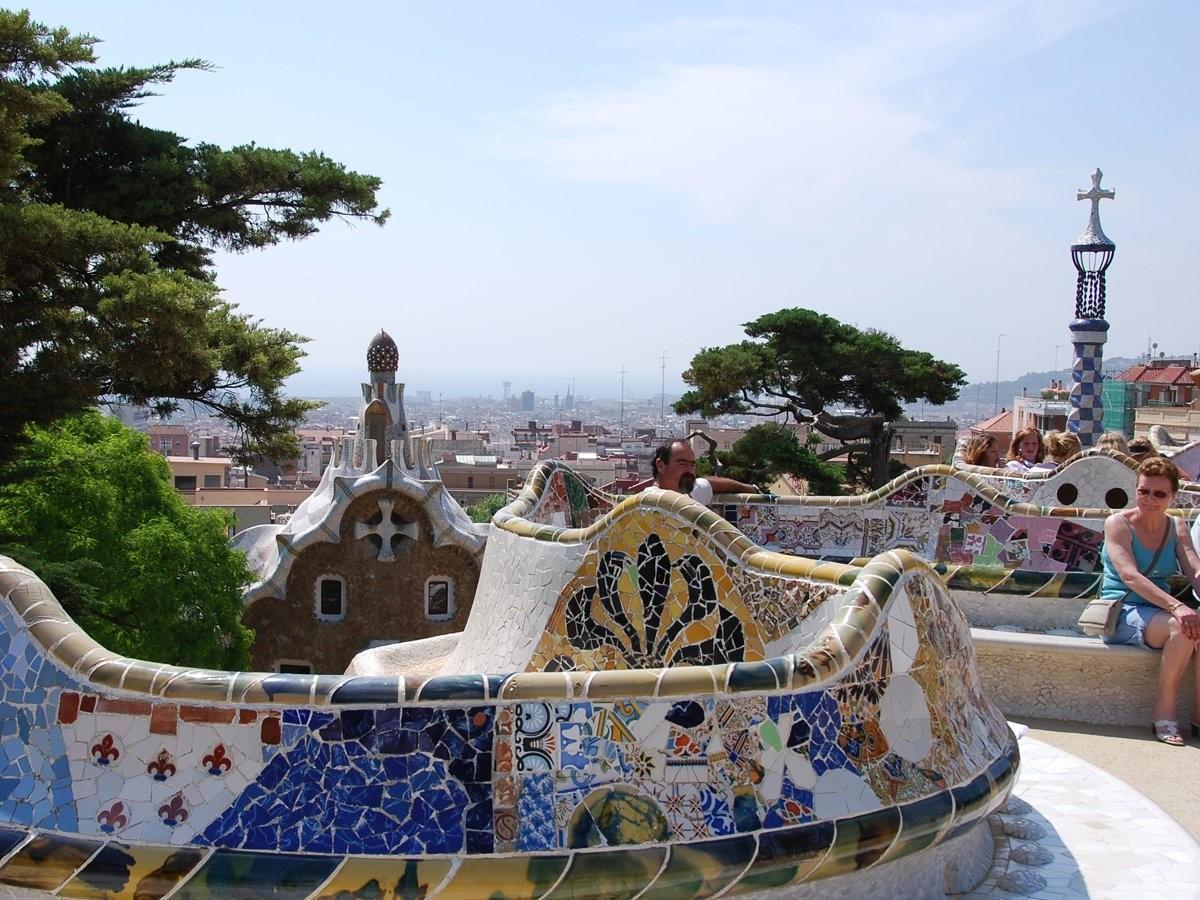 47. Устройте пикник в сюрреалистическом парке Гуэль, спроектированном Антонио Гауди, Барселона, Испа