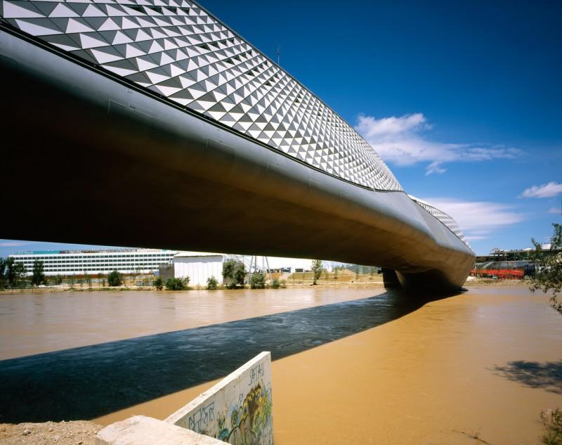 Мост-павильон в Сарагосе, Испания.