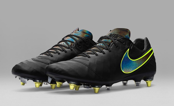 Футбольные бутсы Nike, к которым не прилипает грязь (3 фото)