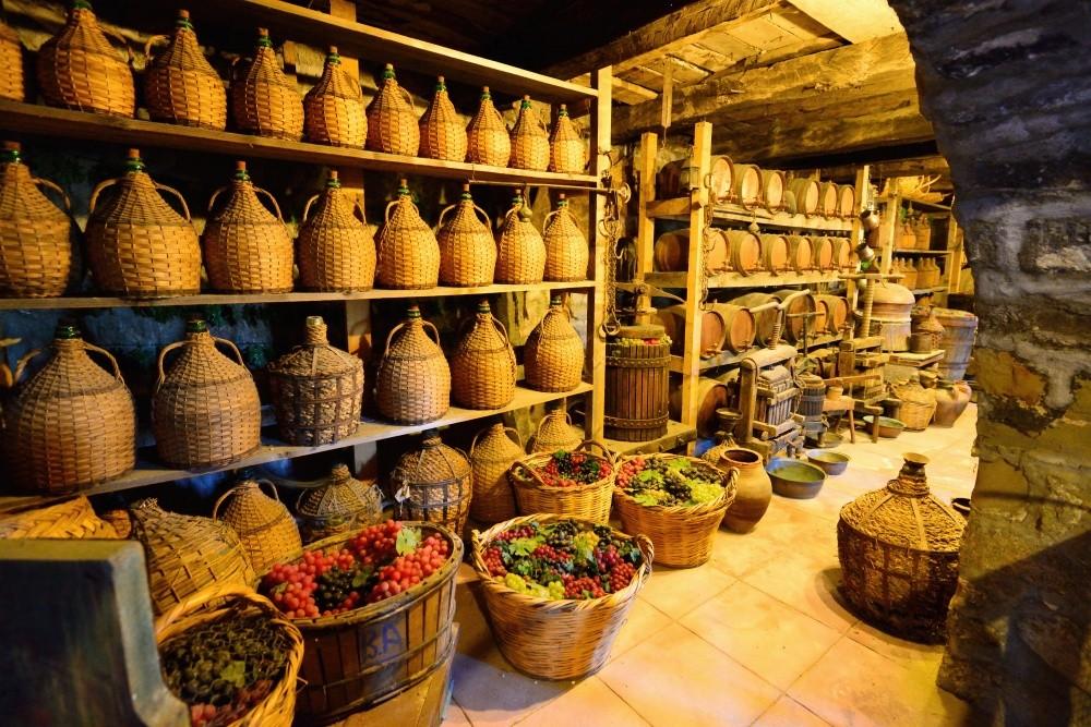 А греческое вино, у которого явно чувствуется привкус солнца и средиземноморского неба, точно станет