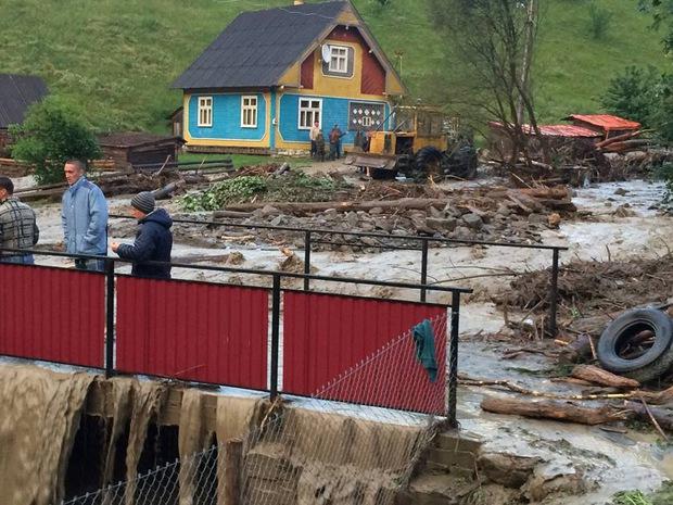 НаЗакарпатье бушует непогода: сильные ливни, селевые потоки, затопленные домохозяйства