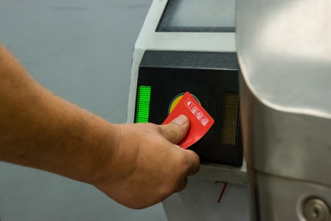 Турникеты столичной подземки перепрограммируют нановые билеты