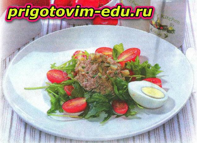 Салат с тунцом и солеными огурчиками