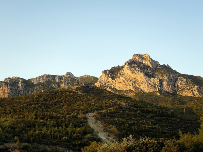 Св. Илларион. Гора с двумя вершинами