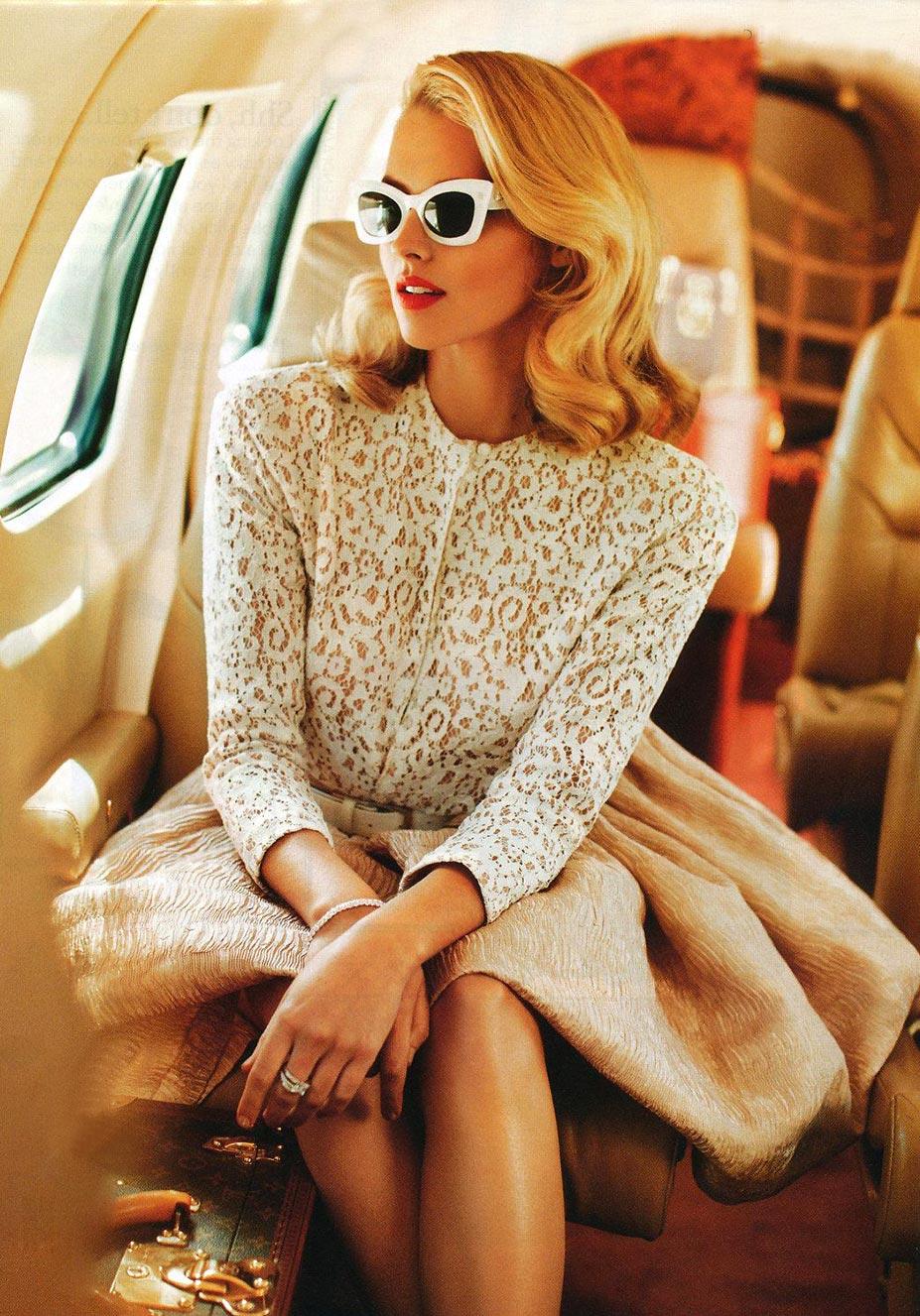 очаровательные спутницы / красивые девушки в самолете