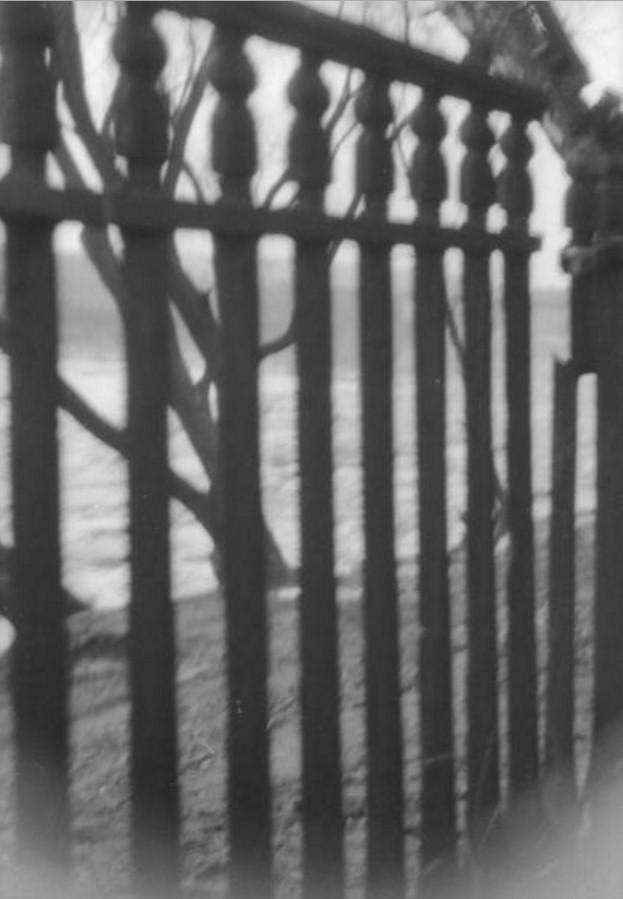 Москва. Остатки ограды Нескучного сада