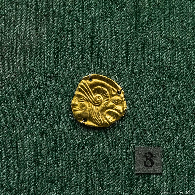 Бляшка нашивная с изображением головы Геракла (?) в львиноголовом шлеме