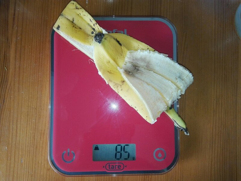 Вес шкурки от банана - 85 грамм (36,17% от веса банана со шкуркой)