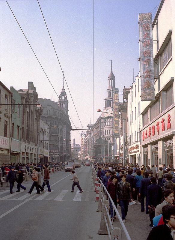 1986 Shanghai Nanjing Road.jpg