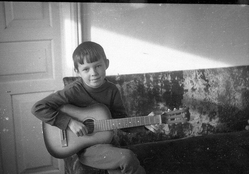 Мальчик с гитарой.1972 год.