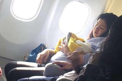 Девочке, которая родилась наборту самолета, подарили млн.  миль
