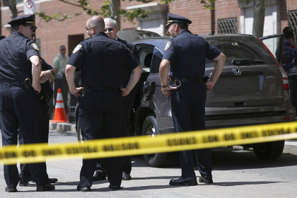 ВМассачусетсе мужчина сножом напал на гостей торгового центра