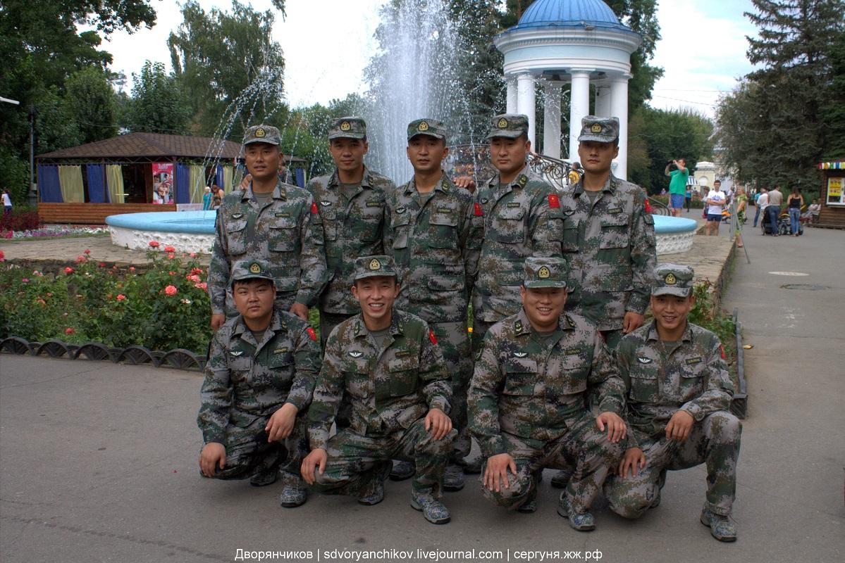 Танковый биатлон - команда из Китая в парке ВГС