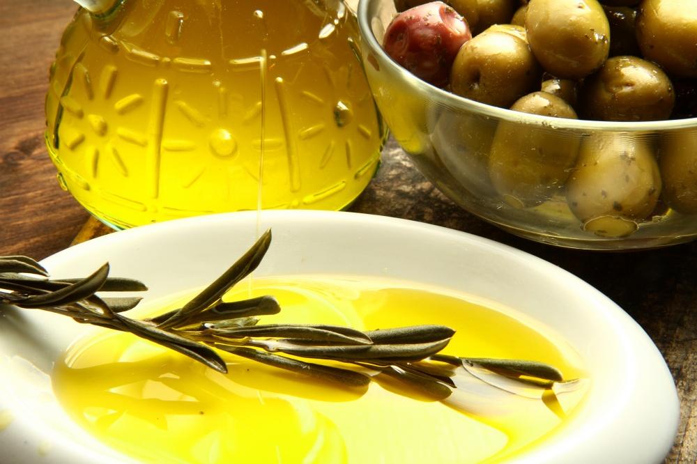 Гордость Греции— оливки имаслины, которые зреют под жаркими лучами солнца. Изних получается самое