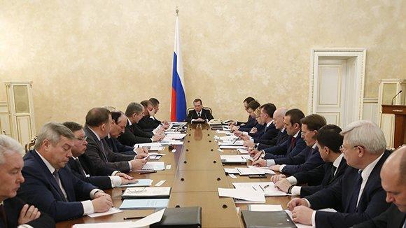 Медведев: недостаток бюджета регионов к 2019-ому сократится вдвое