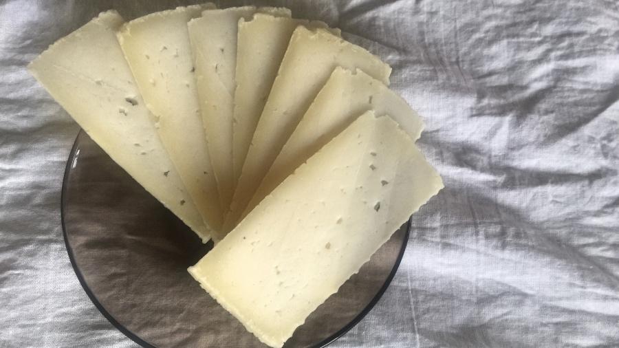 Домашний твёрдый сыр