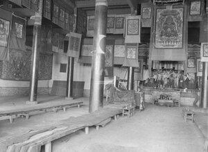 Куран, главный храм в долине Текес. Интерьер