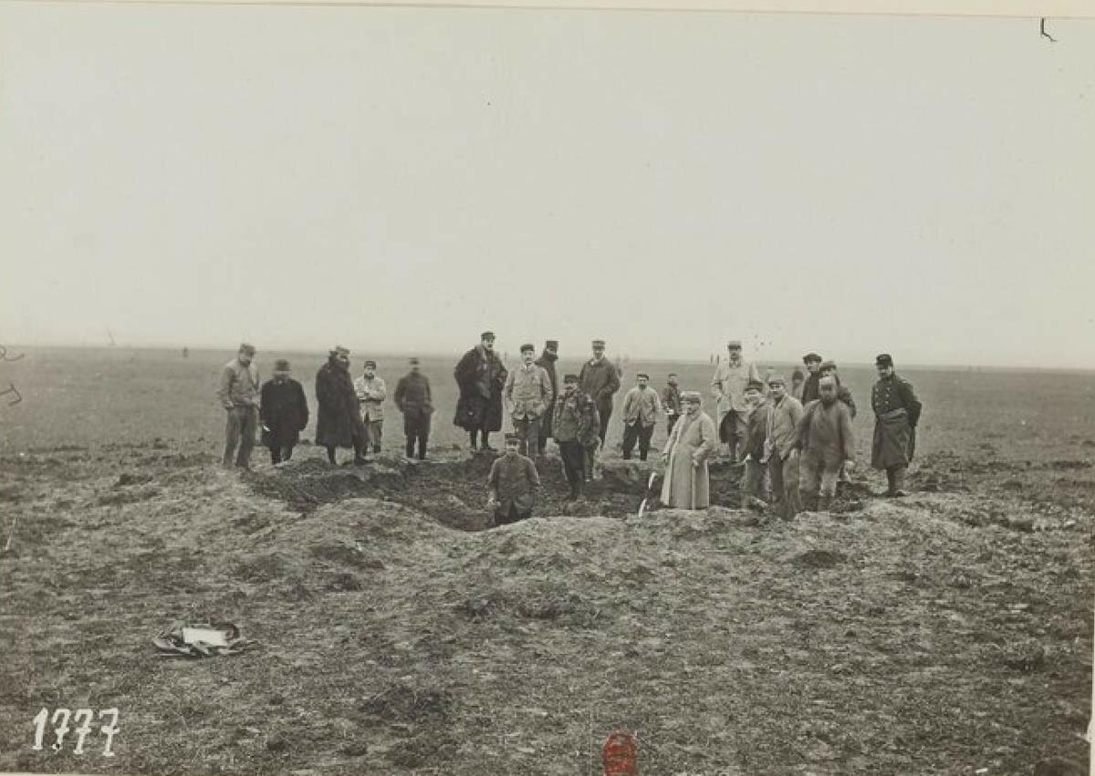 29. Лагерь Бурже. последствия бомбежки с дирижабля. 30 января 1916