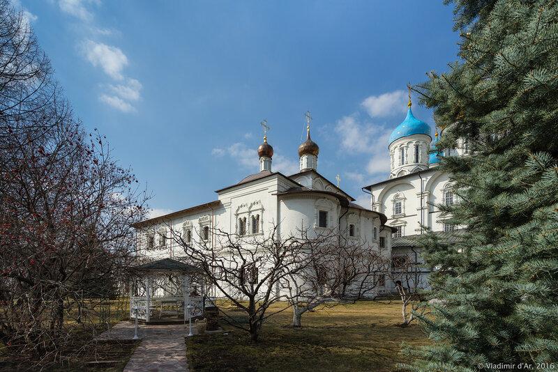 Храм Покрова Пресвятой Богородицы Новоспасского монастыря