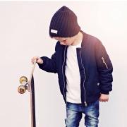 Мальчик и скейт