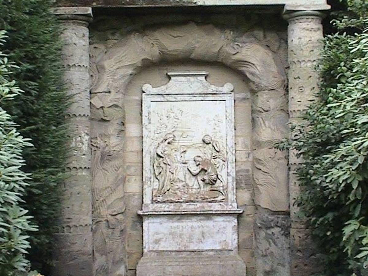 Надпись Шагборо Пастуший монумент находится в живописном Стаффордшире в Англии. Он был возведен в XV